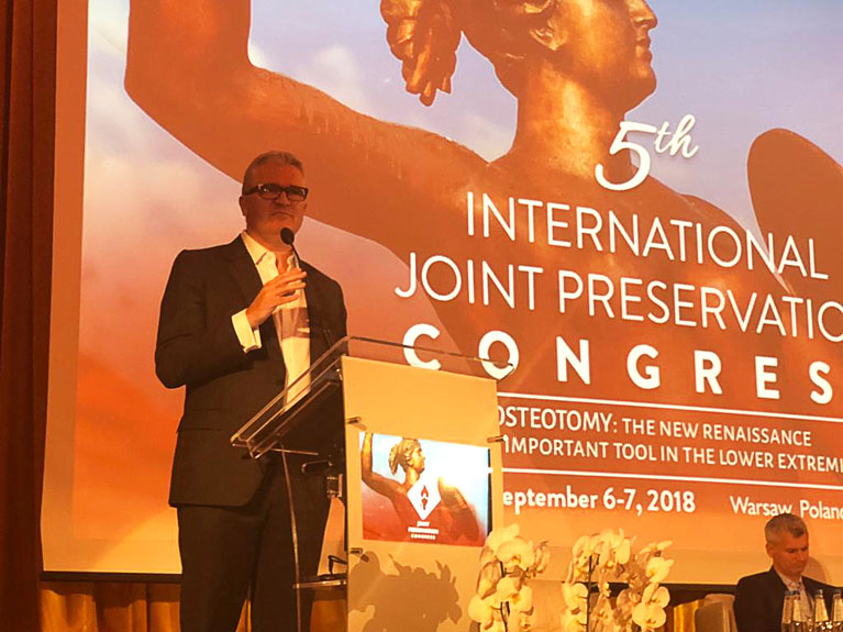Joint Presevation Speaking at the 5th International Congress