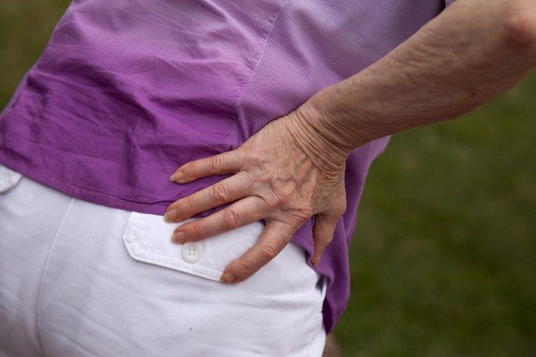 hip-pain-elderly-woman